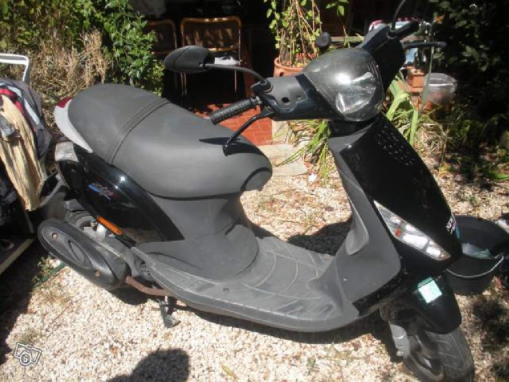 piaggio zip 50 2007 d occasion 83140 six fours les plages var 5 311 km 800. Black Bedroom Furniture Sets. Home Design Ideas