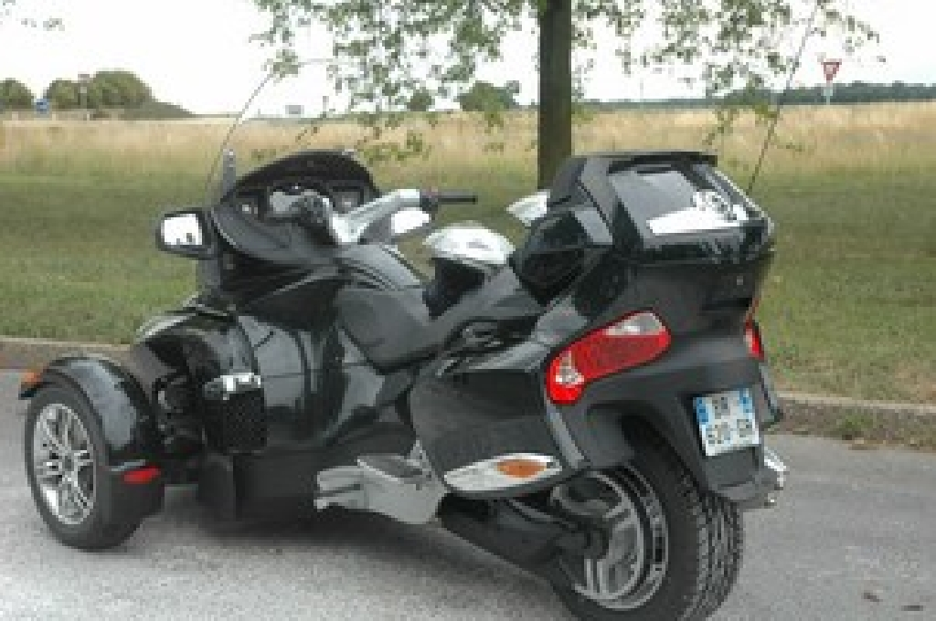 can am spyder 998 2011 d occasion 60160 montataire oise 4 100 km 17 000. Black Bedroom Furniture Sets. Home Design Ideas