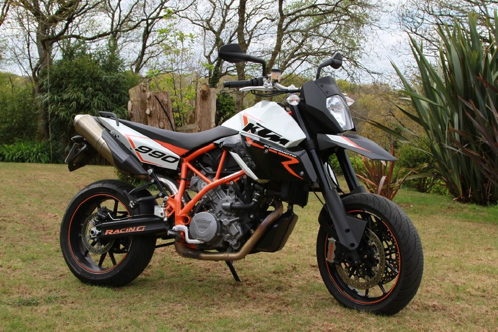 ktm 990 supermoto smr 2011 d occasion 29800 landerneau finist re 15 600 km 7 700. Black Bedroom Furniture Sets. Home Design Ideas
