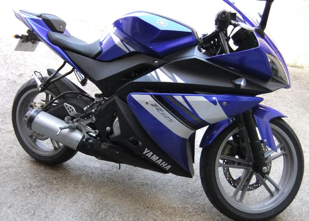 yamaha yzf r125 2009 d occasion 78990 elancourt yvelines 6 700 km 2 700. Black Bedroom Furniture Sets. Home Design Ideas