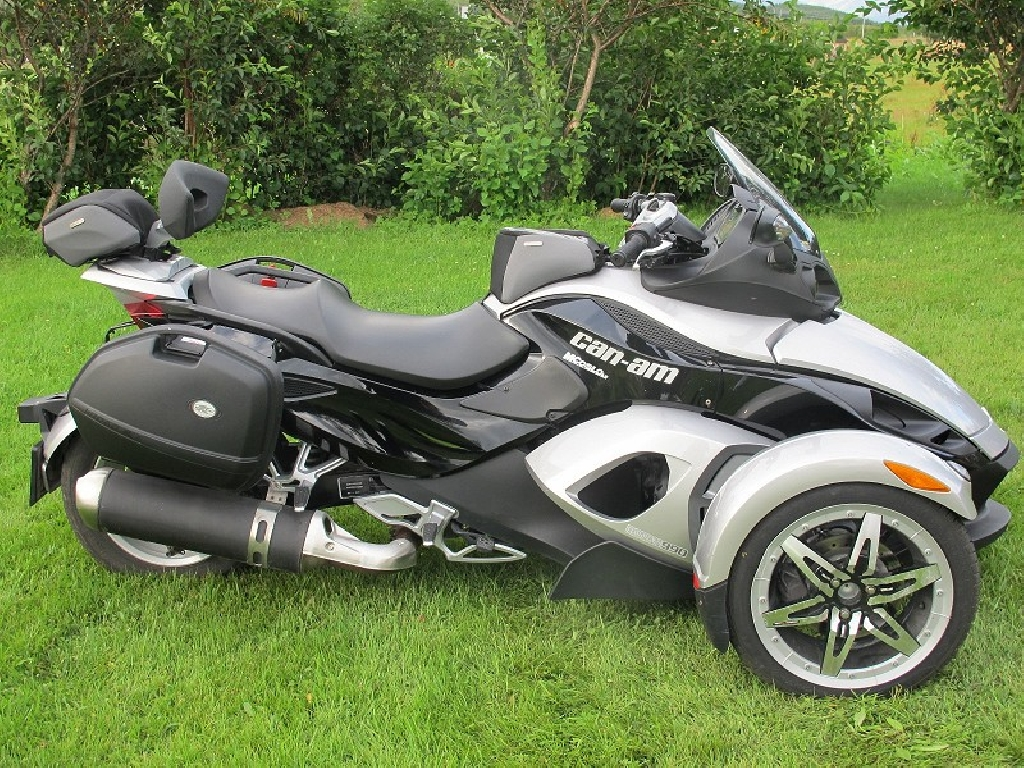 can am spyder 998 2006 d occasion 29000 finist re finist re 5 500 km 6 000. Black Bedroom Furniture Sets. Home Design Ideas