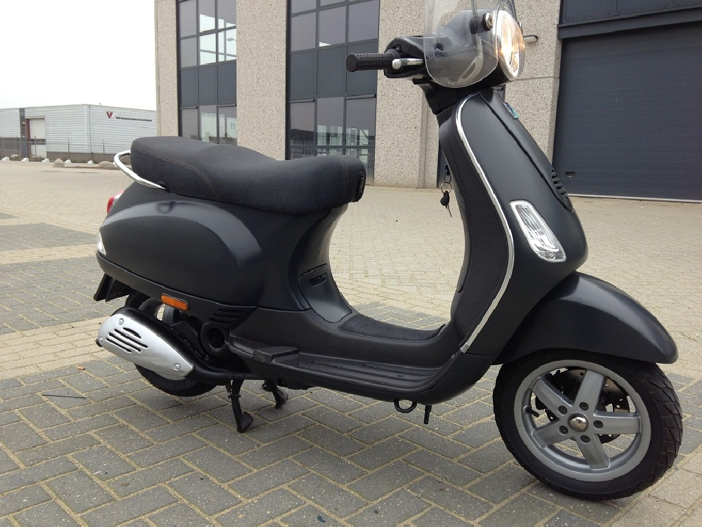 vespa lx 50 2014 d occasion 92270 bois colombes hauts de seine 28 000 km 2 100. Black Bedroom Furniture Sets. Home Design Ideas