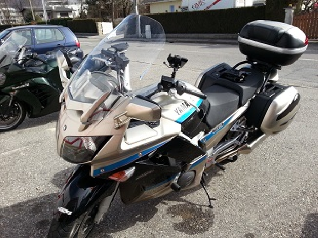 YAMAHA FJR 1300 Limited 2010 photo 2