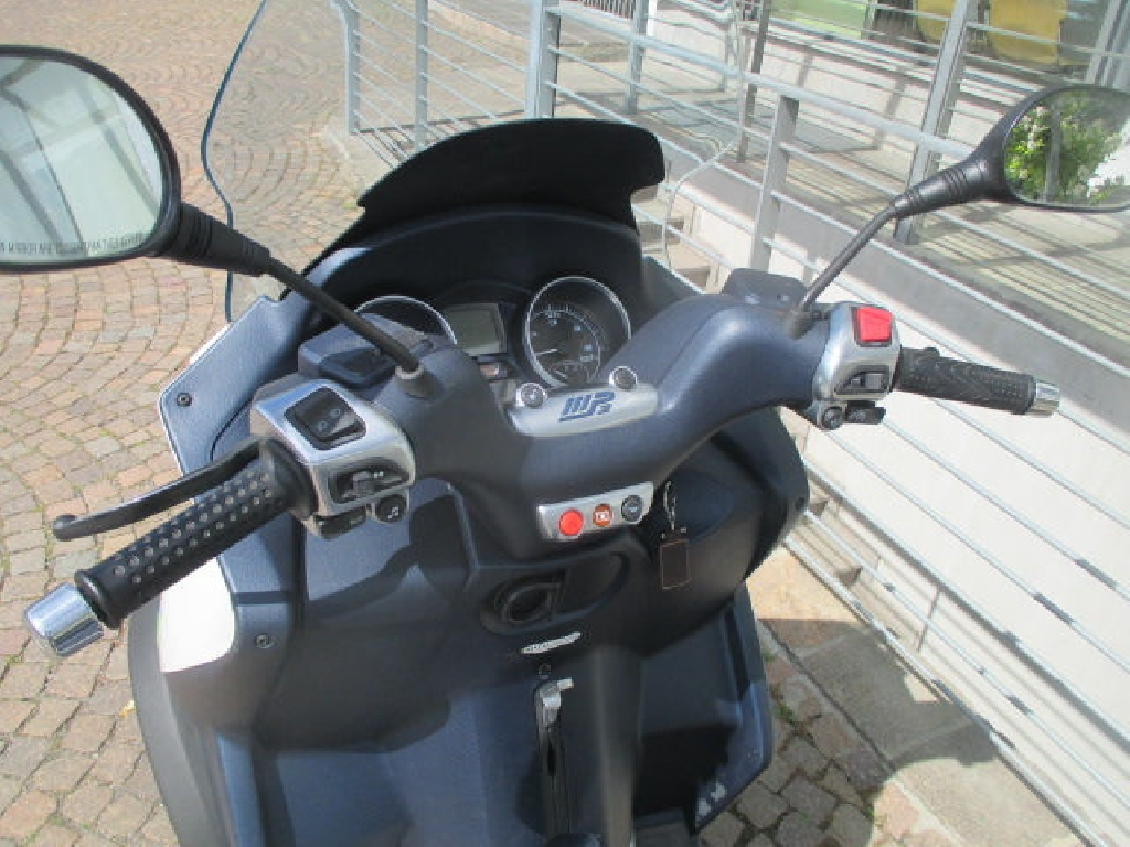 piaggio mp3 300 2012 d occasion 63100 clermont ferrand puy de d me 17 500 km 2 100. Black Bedroom Furniture Sets. Home Design Ideas