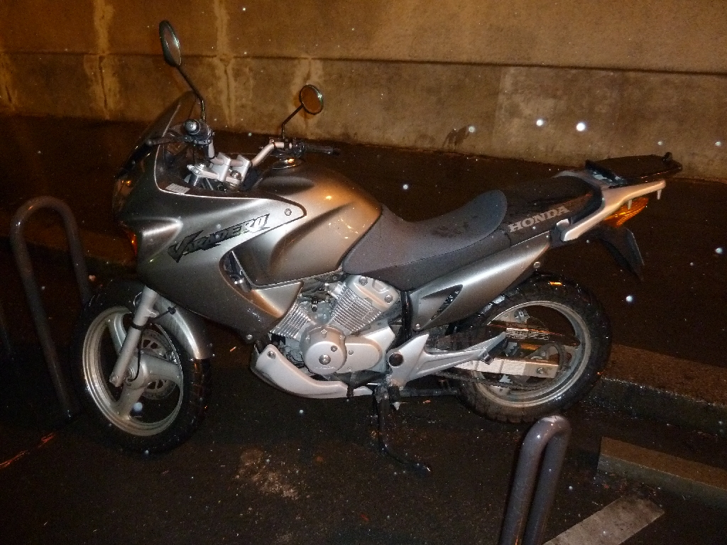 honda xl 125 varadero 2005 d occasion 75020 paris paris 26 200 km 1 900. Black Bedroom Furniture Sets. Home Design Ideas