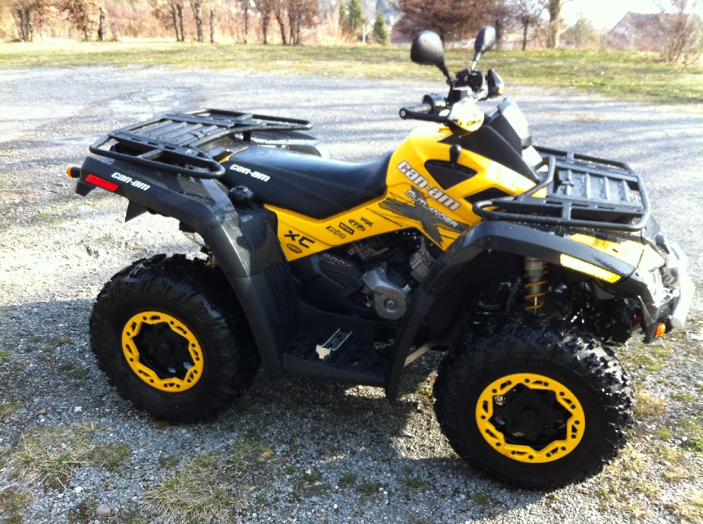 quad can am jaune