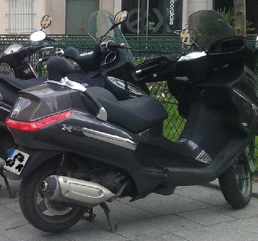 piaggio xevo 125 2009 d occasion 78000 versailles yvelines 25 000 km 1 500. Black Bedroom Furniture Sets. Home Design Ideas