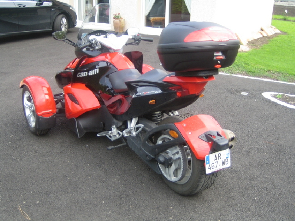 can am spyder 998 se 5 2010 d occasion 63720 chappes puy de d me 15 300 km 12 900. Black Bedroom Furniture Sets. Home Design Ideas