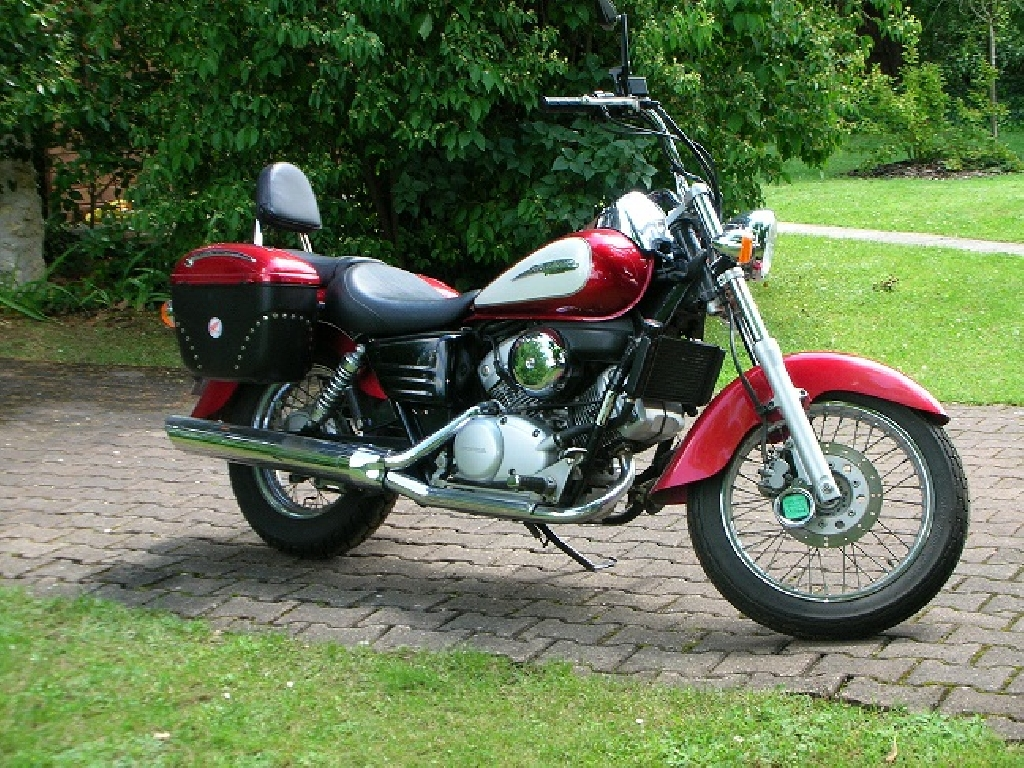 honda shadow 125 2000 d occasion 47330 lalandusse lot et garonne 27 000 km 2 500. Black Bedroom Furniture Sets. Home Design Ideas