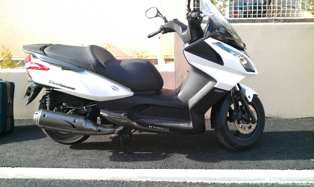 kymco dink street 125 i 2010 d occasion 93360 neuilly plaisance seine saint denis 8 200 km. Black Bedroom Furniture Sets. Home Design Ideas