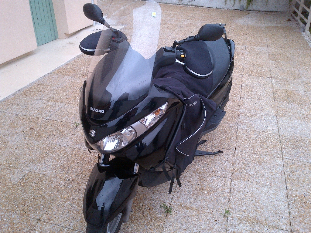 SUZUKI Burgman 125  2011 photo 2