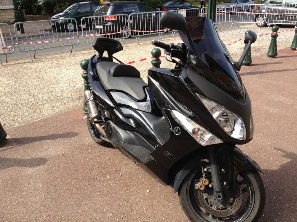 yamaha t max 500 abs 2009 d occasion 92350 plessis robinson hauts de seine 20 000 km 5 500. Black Bedroom Furniture Sets. Home Design Ideas