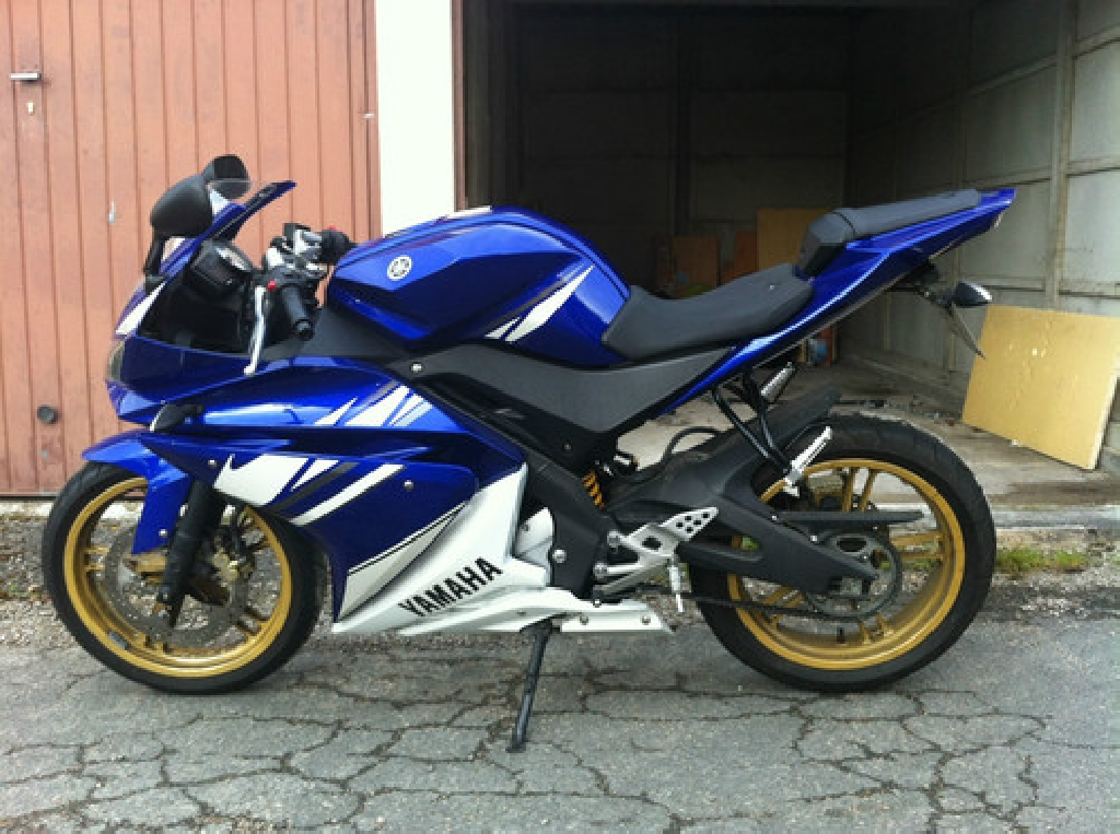 yamaha yzf r125 2010 d occasion 78130 les mureas yvelines 4 000 km 2 800. Black Bedroom Furniture Sets. Home Design Ideas