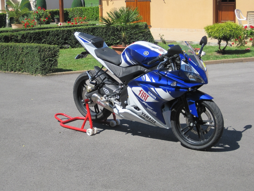 yamaha yzf r125 replica 2010 d occasion 71500 saint usuge sa ne et loire 8 155 km 2 850. Black Bedroom Furniture Sets. Home Design Ideas