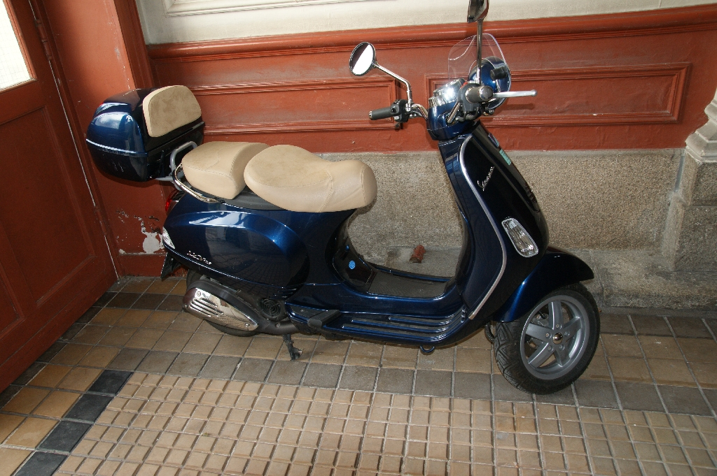 vespa lxv 125 2009 d occasion 44200 nantes loire atlantique 2 000 km 3 000. Black Bedroom Furniture Sets. Home Design Ideas