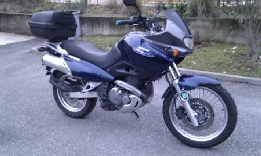1999 Suzuki XF 650 Freewind - Moto.ZombDrive.COM