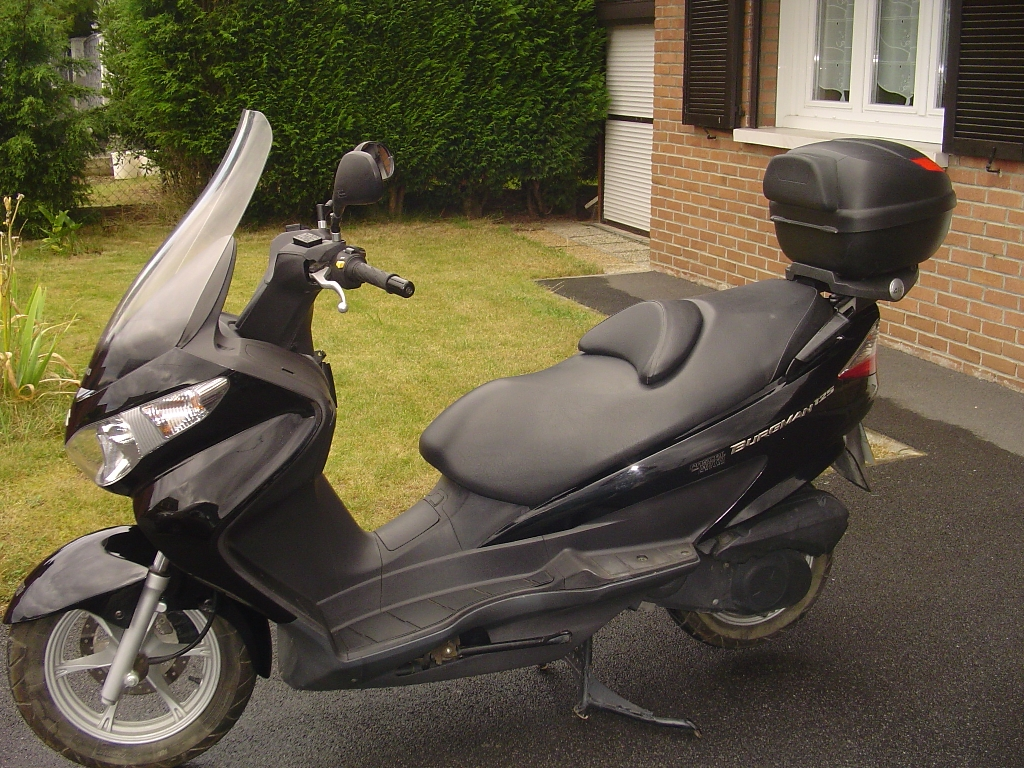 suzuki burgman 125 2007 d occasion 59148 flines lez raches nord 5 950 km 1 800. Black Bedroom Furniture Sets. Home Design Ideas