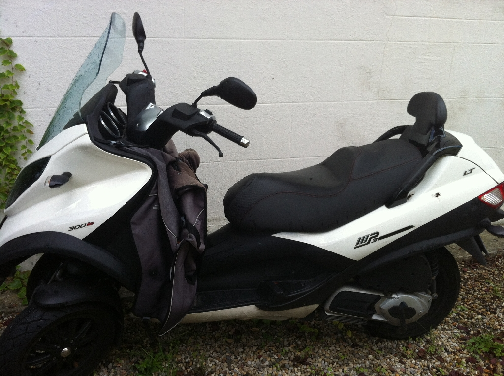 piaggio mp3 300 sport 2010 d occasion 33600 pessac gironde 4 480 km 5 500. Black Bedroom Furniture Sets. Home Design Ideas